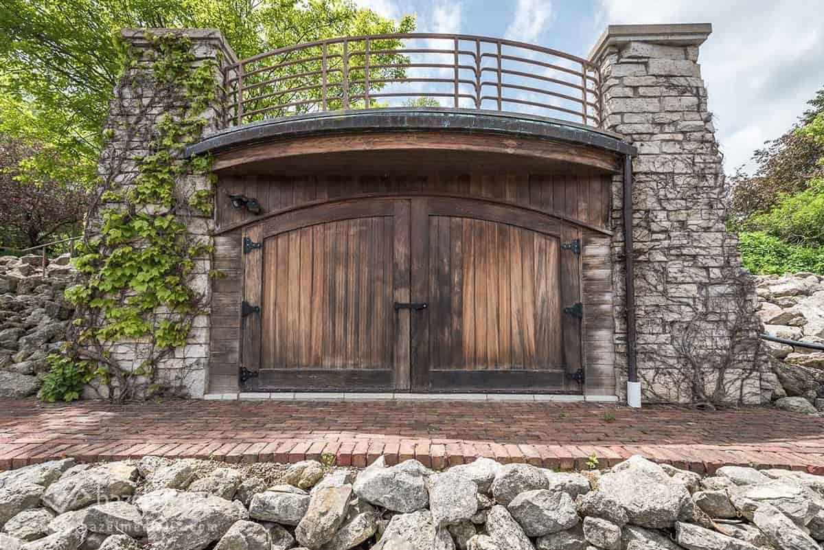 Old Mill Rd residential home entrance gate