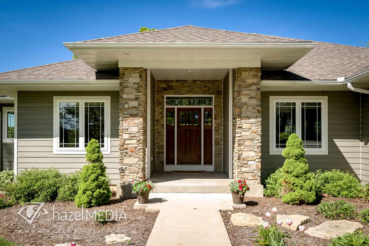 Residential_Front_Entrance_Stone_Pillars